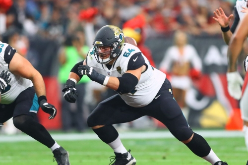 Dolphins sign OL Chris Reed