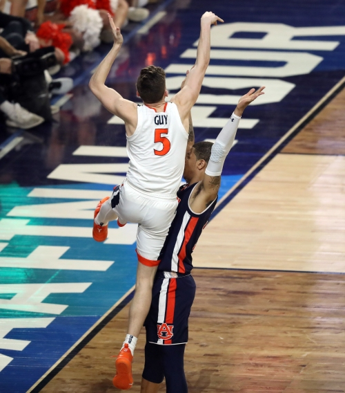 Opinion: Officials get last-second call right, and Virginia gets Final Four win over Auburn