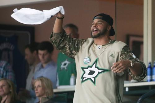 Dak Prescott, Ezekiel Elliott on hand to watch Stars defeat Predators in Game 4 at AAC