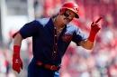 Derek Dietrich has fun with GABP bee delay at Cincinnati Reds-San Francisco Giants game