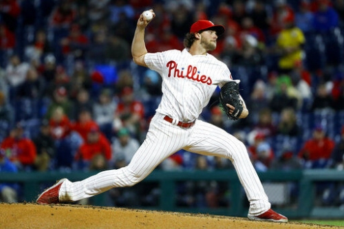 Realmuto, Hernandez lead Phils over Brewers