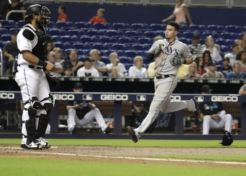 Rays hang on for 1-0 win over Marlins
