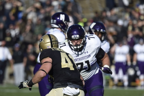 Bears sign Northwestern offensive lineman Tommy Doles
