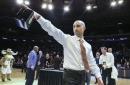 Texas HC Shaka Smart reportedly interviewing Michigan assistant Luke Yaklich
