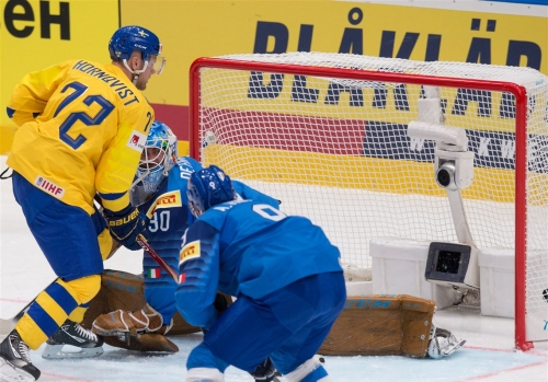 Patric Hornqvist are Dominik Simon are putting up points at IIHF world championship