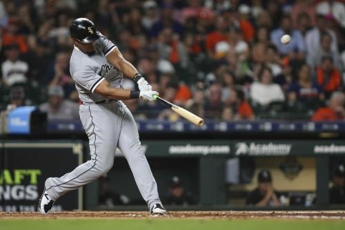 Astros, Verlander dominate White Sox, 5-1