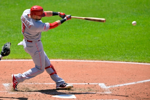After electric start, Cincinnati Reds bash 4 home runs in a win over the Cleveland Indians