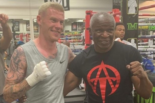 Stoke City man has knockout time on holiday as he gets in the ring with boxing legend