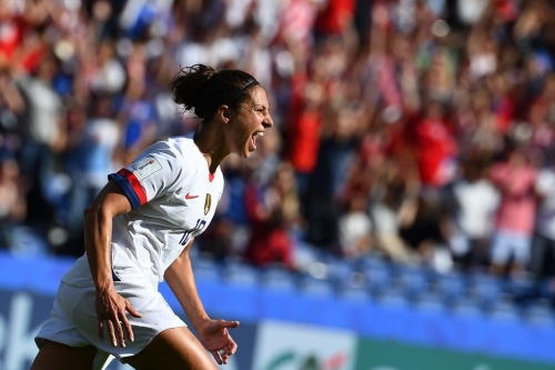 Carli Lloyd scores twice as United States downs Chile, advances to World Cup's round of 16