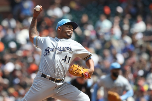 Brewers salvage series finale against Giants, 5-3
