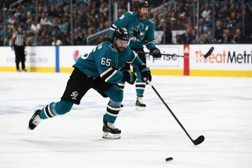 Erik Karlsson Re-signs With San Jose Sharks