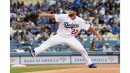 Clayton Kershaw levels the Giants in 9-0 victory