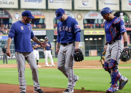 Rangers reliever Shawn Kelley suffers arm injury in Houston, set to be re-evaluated