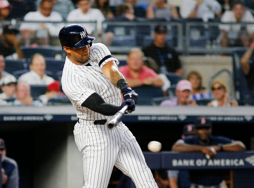 Aaron Hicks goes on IL for Yankees with right flexor strain injury