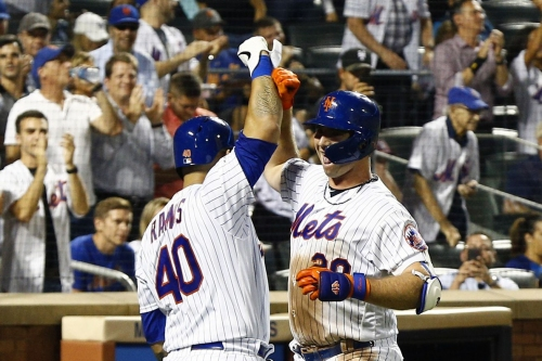 Mets continue streaking with shutout victory over Marlins
