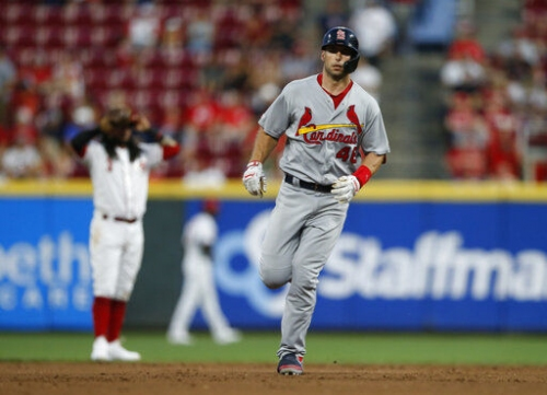 Cards get season-high 18 hits, 13 runs in romp against Reds