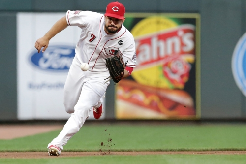 Cincinnati Reds' Eugenio Suárez feeling better after jammed thumb; Joey Votto still out