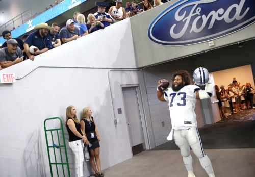 Cowboys injury news: Joe Looney misses practice, plus updates on multiple defensive starters