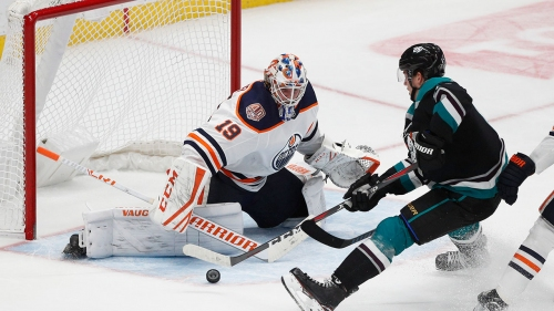 Oilers entering season with two goalies at opposite ends of spectrum