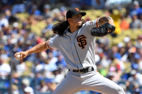 Two-out mistakes haunt Giants in Los Angeles, offense shut out three times on road trip