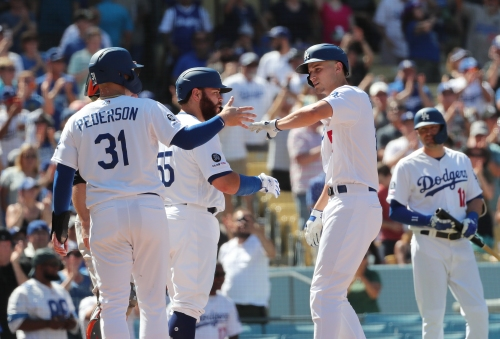 Corey Seager and Matt Beaty turn changeups into home runs as Dodgers shut out Giants