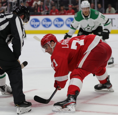 Detroit Red Wings' Dylan Larkin shows off 'hockey butt' in new pants ad