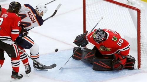 Crawford helps Blackhawks halt Oilers' five-game win streak