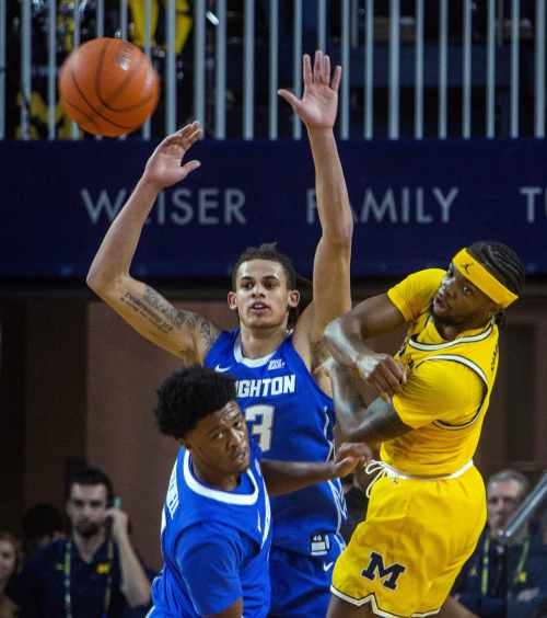 Michigan basketball survives first test, rallies past Creighton, 79-69