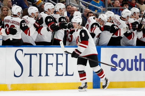 Den's Digest: Coyotes post 'gutsy' win over Blues