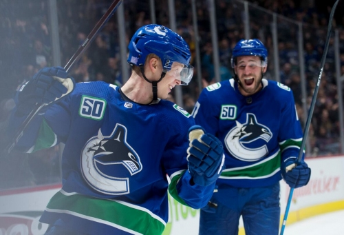 Pettersson scores pair of goals to lift Canucks over Preds