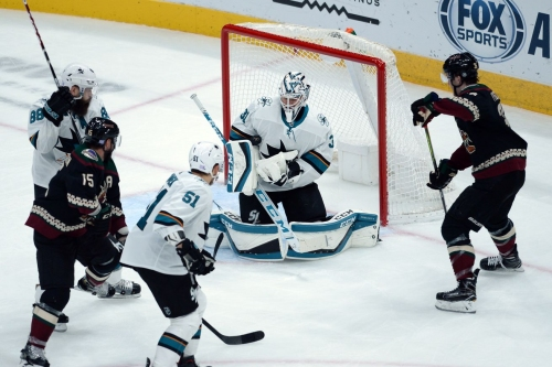 Pacific Division Round Up: Sharks close in on Coyotes