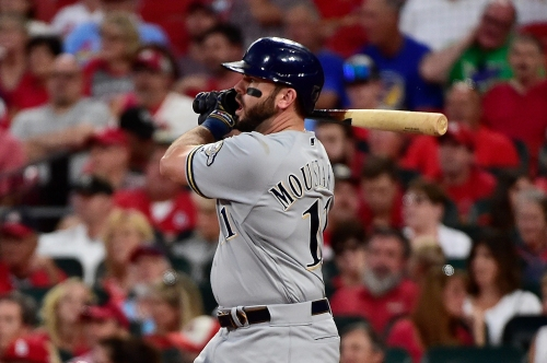 Free agent infielder Mike Moustakas signs 4-year contract with Cincinnati Reds