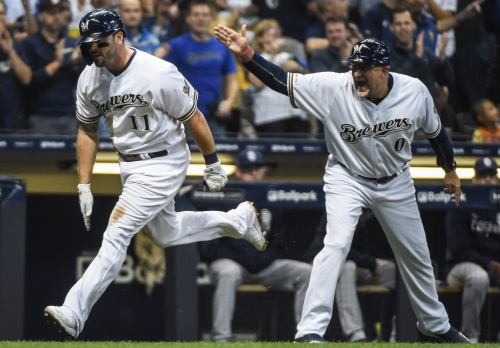 Overpay or not, Mike Moustakas gives the Cincinnati Reds an offensive boost
