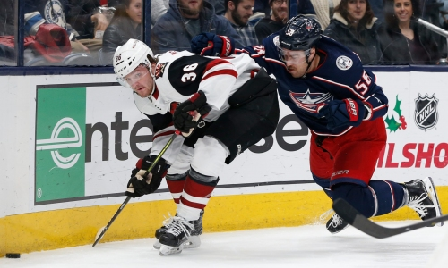 Arizona Coyotes pull within point of first place in win over Columbus Blue Jackets