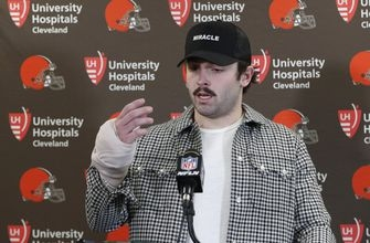 Browns' Mayfield misses practice with right hand wrapped