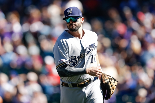 Cincinnati Reds make it official, announce Mike Moustakas signing