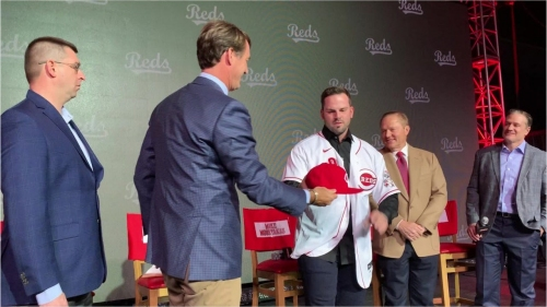 Mike Moustakas explains why he signed with the Cincinnati Reds