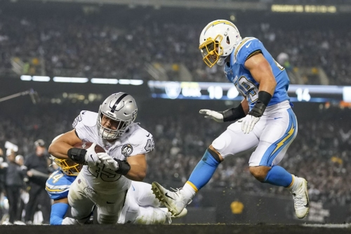 Raiders are 'shaking things up' this week against Titans
