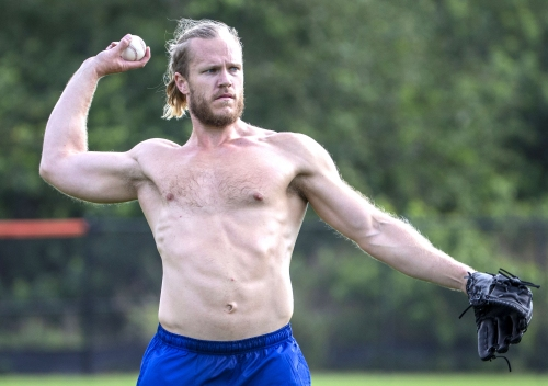 A shirtless Noah Syndergaard on his radically different offseason
