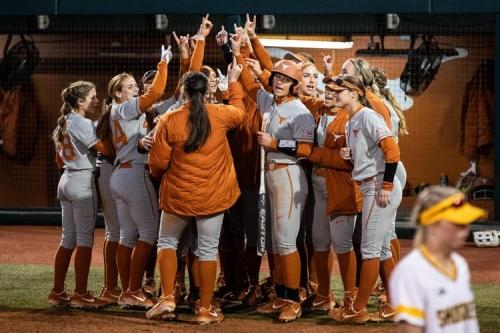 Texas softball stays undefeated to start Texas Invitational