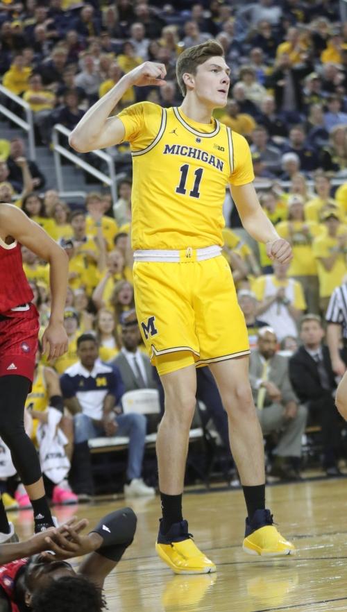 Michigan basketball's Colin Castleton transferring to Florida