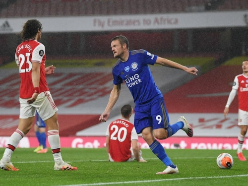 Result: Late Jamie Vardy strike earns Leicester draw at 10-man Arsenal