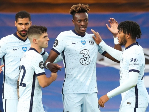 Tammy Abraham ends transfer speculation to sign new Chelsea contract