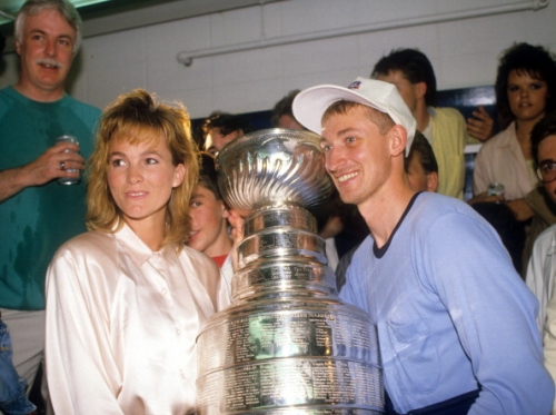 Today in Hockey History: Edmonton Oilers Wayne Gretzky Gets Married
