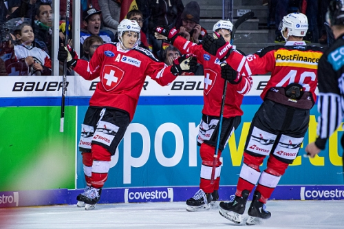 Pius Suter Signs with the Chicago Blackhawks
