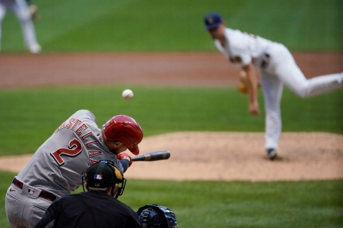 Cincinnati Reds break out on offensive, Bauer dominant in 8-3 win over Milwaukee Brewers