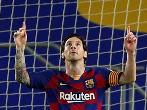 Manchester City 'prepare three-year Lionel Messi deal with MLS clause'