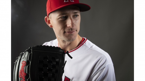 Angels' Griffin Canning wins Gold Glove for work on the mound