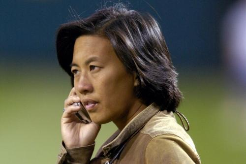 Marlins make history by naming Kim Ng general manager
