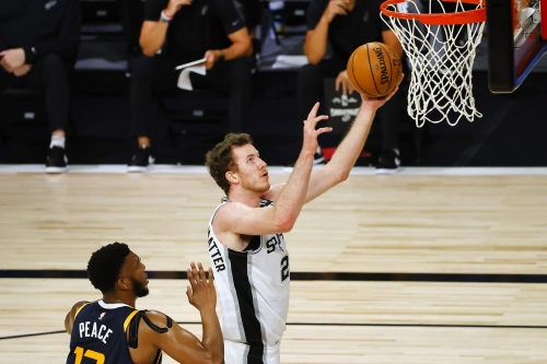 Report: The Spurs have extended qualifying offers to Poeltl, Weatherspoon, and Eubanks